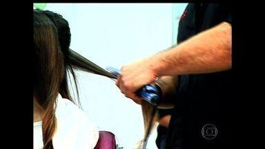 Dermatologista do ES orienta mulheres sobre o que é perigos usar nos cabelos em salões - Muitos profissionais têm usado formol em cabelos de clientes, em quantidades que são proibidas.