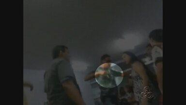 Policial civil ameaça mulher com arma durante briga em delegacia, em Manaus - Nenhuma ocorrência foi registrada por parte das famílias envolvidas no tumulto.