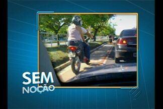 Motociclista trafega pela ciclofaixa na Augusto Montenegro - Motociclista trafega pela ciclofaixa na Augusto Montenegro.