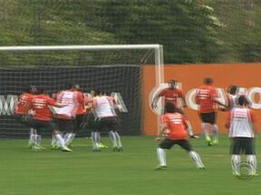 Internacional recebe o Coritiba no domingo pelo Campeonato Brasileiro - Clemer mostra, nos treinos, que autoridade, para ele, não falta.