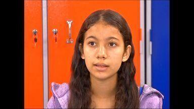 Estudante de Tangará da Serra (MT) se prepara para concurso de redação - Uma estudante de Tangará da Serra se prepara para concurso de redação.