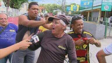 """Torcedores nas ruas comentam o """"BBB"""" do futebol pernambucano - Santa e Náutico já estão na Série B do ano que vem, enquanto o Sport disputa a atual edição"""