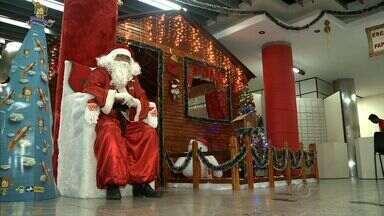 Árvores dos sonhos é montada em shopping de Maceió com os pedidos de crianças para o Natal - Quem tiver interesse, pode pegar uma cartinha e dar um presente para uma criança.
