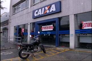 Banco é fechado por causa de ar condicionado quebrado em Mogi - A agência da Caixa Econômica Federal, na Avenida Voluntário Fernando Pinheiro Franco, em Mogi das Cruzes ficou fechada nesta sexta-feira (22). De acordo com o sindicato se o problema continuar o banco não vai funcionar nesta segunda-feira (25).