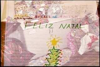 Em Friburgo, RJ, alunos fazem cartas para ganhar presentes da população no natal - Crianças de uma escola municipal fazem cartas para o Papai Noel, mas é a população que dá os presentes.
