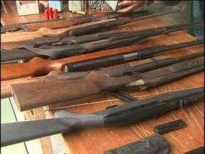 Seis pessoas são presas acusadas de caçar animais silvestres - Várias armas e carne de animais foram apreendidas.
