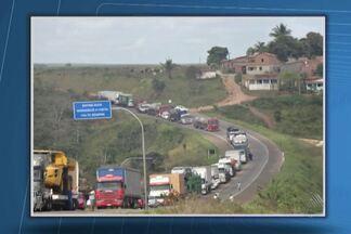 Protestos 'param' trechos da BR-101, na Bahia - Manifestações ocorreram em Tancredo Neves e Entre Rios. Em dos protestos, rodovia ficou cerca de 9 horas interditada.