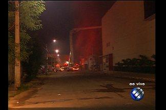 Bombeiros começam perícia que vai apontar as causas do incêndio em supermercado - Líder da Cidade Nova, em Ananindeua, foi tomada por chamas nesta sexta-feira (22).