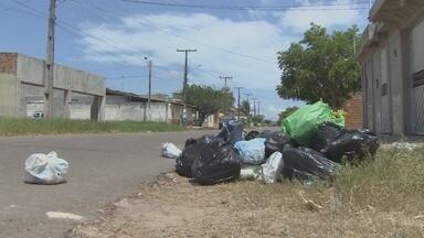 Empresa coletora de lixo da capital fala sobre deficiência no serviço - A empresa Clean se pronunciou sobre a deficiência na coleta de lixo em Macapá. A empresa culpa as ruas pela quebra de veículos e cobra pagamentos atrasados.