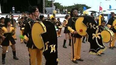 """Grupos culturais de Alagoas se apresentam na praça Multieventos - Atividades ocorrem no último dia do projeto """"Corredor cultural Alagoas viva""""."""