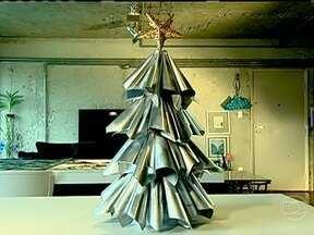 Arranjos diferentes podem decorar a casa para o Natal - O Hoje em Casa.com selecionou enfeites super fáceis de fazer. Árvores artesanais podem ganhar destaque na casa durante as festas de fim de ano.