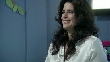 Mariah decide visitar Paloma - Paloma fica surpresa com a visita da mãe biológica