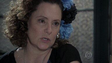 Márcia convence Félix a trabalhar com ela - Ele finalmente entende que não tem escolha