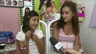 Conheça a história de Thamiris, que se machucou ao brincar em um pula-pula - Ela teve uma lesão no fêmur após brincar na frente de casa