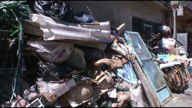 Parceiros do RJ: morador acumula lixo e colabora para surgimento de ratos no Alemão - Moradores da Fazendinha, no Complexo do Alemão, reclamam de insetos e ratos dentro de casa. Tudo por causa de um outro morador que acumula lixo orgânico dentro de casa.