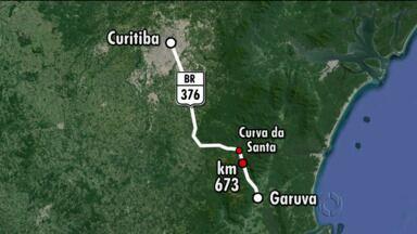 BR-376 tem mais de 12 km de congestionamento - Só no começo da tarde duas pistas foram liberadas para os veículos no sentido Santa Catarina.