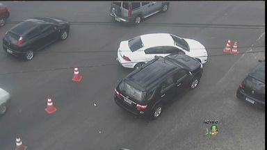 Flagra de acidente no cruzamento da Murilo Borges e Raul Barbosa - Carro teria avançado o sinal vermelho.