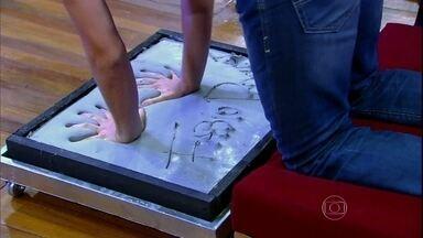 Fábio Porchat deixa sua assinatura na Calçada da Fama - Ator capricha e marca sua mão