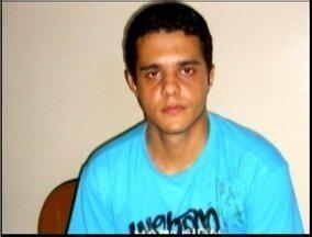 Homem é condenado a mais de 15 anos de prisão por matar travesti a golpes de faca - Crime foi em 2010.