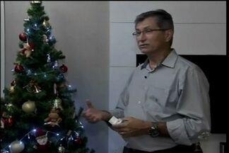 Especialista em energia elétrica ensino como montar uma árvore de natal com segurança - Itens de iluminação devem ter certificação do Inmentro.