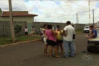 Protesto acaba virando caso de polícia em bairro de Goiânia - Moradores do Setor Buena Vista, na saída de Goiânia para Guapó, fizeram um protesto que acabou virando caso de polícia, nesta quinta-feira (5).