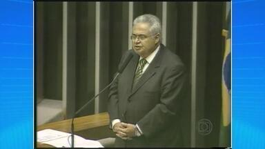 Ex-deputado Pedro Côrrea se entrega na sede da PF em Brasília - Ele é um dos condenados no processo do mensalão, julgado pelo Supremo Tribunal Federal.