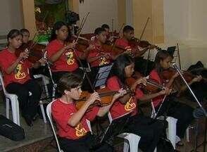 Primeira Orquestra Sinfônica de Caruaru se apresenta nesta quinta (5) - Componentes do grupo são alunos do ensino público municipal. Maestro Camarão receberá homenagem pelos 50 anos de carreira.