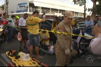 JPB2JP: Mulher fica presa às ferragens em acidente no Centro de João Pessoa - Perna presa no pneu de moto.