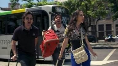 Murilo, Jefferson e Valdirene chegam ao Rio de Janeiro - Eles chegam no hotel bem simples e precisam disputar as camas