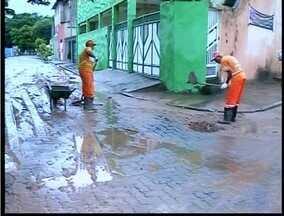População de Valadares limpa a cidade dos estragos causados pela chuva - Manhã desta sexta-feira (13) foi de reparos na cidade.