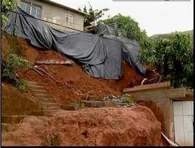 Parte de uma casa desaba por causa de forte chuva em Ipatinga - Cidade registrou outros casos de estragos.