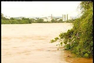 Duas casas desabam e outras cinco são interditadas em Varre-Sai, no RJ - Casas desabaram nesta sexta-feira (13) por causa de barreiras.Os imóveis já estavam vazios e ninguém se feriu.