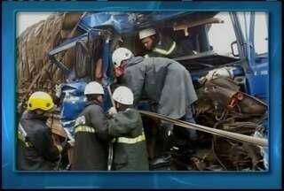 Polícia registra cinco acidentes nas rodovias no Norte de Minas - Quatro pessoas ficaram feridas em um acidente na BR-251, pela madrugada.