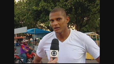 De férias do Santa Cruz, Tiago Cardoso curte cidade natal - Goleiro do Tricolor visita a cidade de Altos, no Piauí