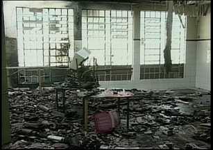 Polícia investiga possível incêndio criminoso que destruiu parte de escola no Sul de SC - Polícia investiga possível incêndio criminoso que destruiu parte de escola no Sul de SC