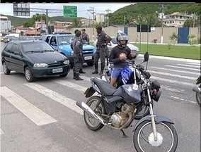Polícia Militar faz blitz em Cabo Frio, Região dos Lagos do Rio - Operação aconteceu em cinco pontos diferentes da cidade.