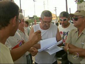Servidores municipais de Votorantim encerram greve após nove dias - Funcionários públicos não tiveram reivindicações atendidas e prometem continuar fazendo manifestações. Prefeitura chegou a contratar empresa para fazer coleta emergencial do lixo.