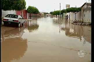Fortes chuvas atigem Petrolina - Chuva em Petrolina alivia calor, mas causa transtornos