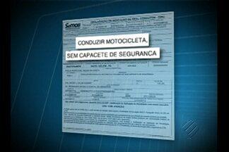 Uma motorista da capital teve uma surpresa ao ver a multa que recebeu da Semob - Ela foi multada por dirigir carro sem capacete.