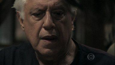 César desconfia de Aline - Ele busca a procuração no cofre, e a vilã consegue enganá-lo mais uma vez