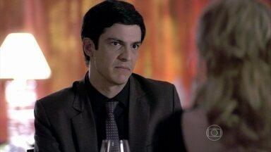 Félix sugere que Glauce fuja do país - A médica não assume a responsabilidade pela morte de Luana