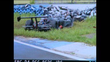 Piloto morre durante os treinos para as 500 milhas de Londrina - O acidente foi durante os treinos desta sexta-feira no autódromo de Londrina. Os pilotos se reuniram com o diretor de prova e resolveram manter a prova.
