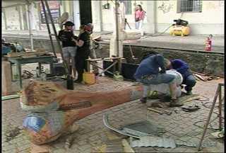 Termina, neste domingo, o Segundo Simpósio de Escultores em Santa Maria, RS - O evento ocorre na Gare da Estação onde é possível acompanhar a criação de esculturas.
