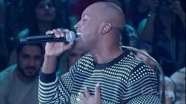 Thiaguinho canta um grande sucesso de Roberto Carlos - Cantor interpreta 'Esse Cara Sou Eu', trilha de Salve Jorge