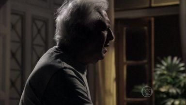 César se assusta ao perceber que está trancado no quarto - Ninho e Aline aproveitam a piscina