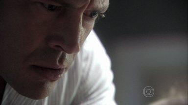 Bruno confronta Glauce - A médica tenta convencer o corretor de que não tem culpa pela morte de Luana