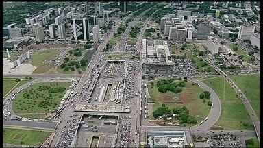 Rodoviários quase param Centro de Brasília - A Viplan atrasou o pagamento dos salários dos rodoviários e eles quase pararam o Centro da capital. O congestionamento chegou à Esplanada.