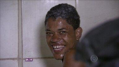 Grupo prepara ceia para 500 pessoas carentes no Rio - Moradores de rua aguardam com ansiedade a noite especial
