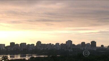 Tempo segue instável no Rio de Janeiro - O tempo continua instável nesta terça-feira (24), no Rio de Janeiro. De acordo com a meteorologia, pode chover fraco em várias regiões do estado, inclusive na capital. As temperaturas esquentam um pouco.