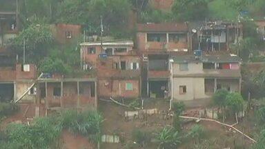Cerca de 70 pessoas estão desalojadas em Timóteo, em MG - O nível do Rio Piracicaba está 3,5 metros acima do normal.